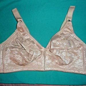b0e966ff482 Bali Intimates   Sleepwear - BALI Beige Jacquard Double Support Spa Closure  Bra